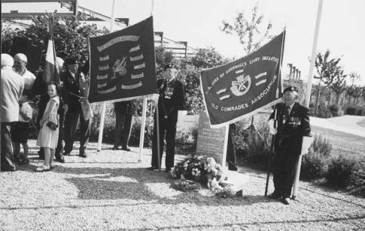 Vétérans anglais de la 43rd Wessex Division après la libération de Verson