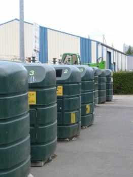 Point de collecte de déchets dans la commune de Verson