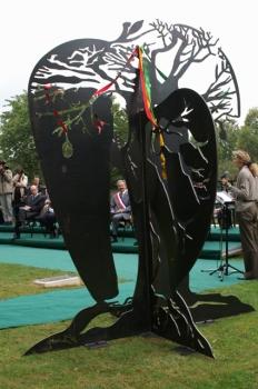 """Sculpture """"le baobab et le pommier""""d'Anne Deshaies"""